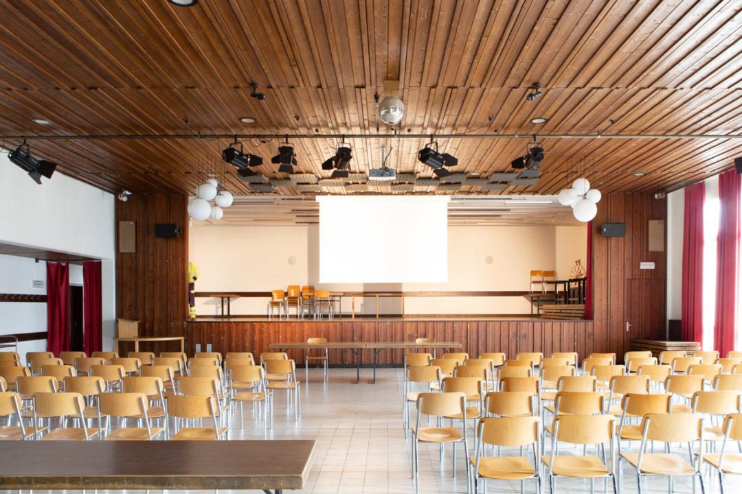 Sonorisation et éclairage de la Salle de l'Aigle Noir à Neyruz