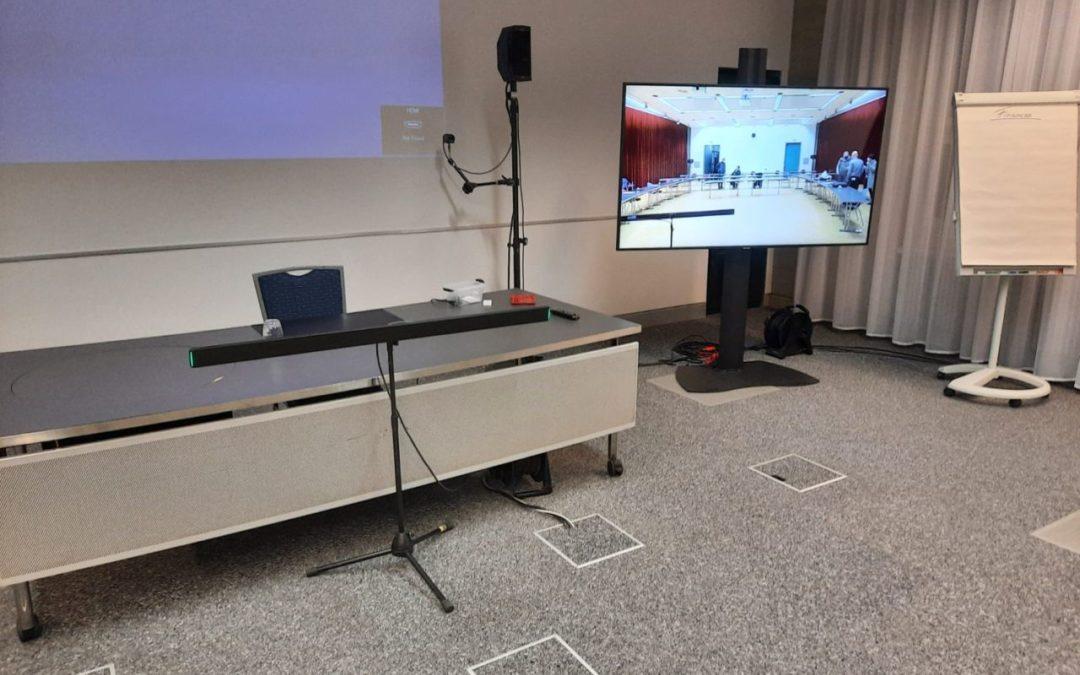Visio-conférence locale pour une banque entre deux salles de conférence 2020