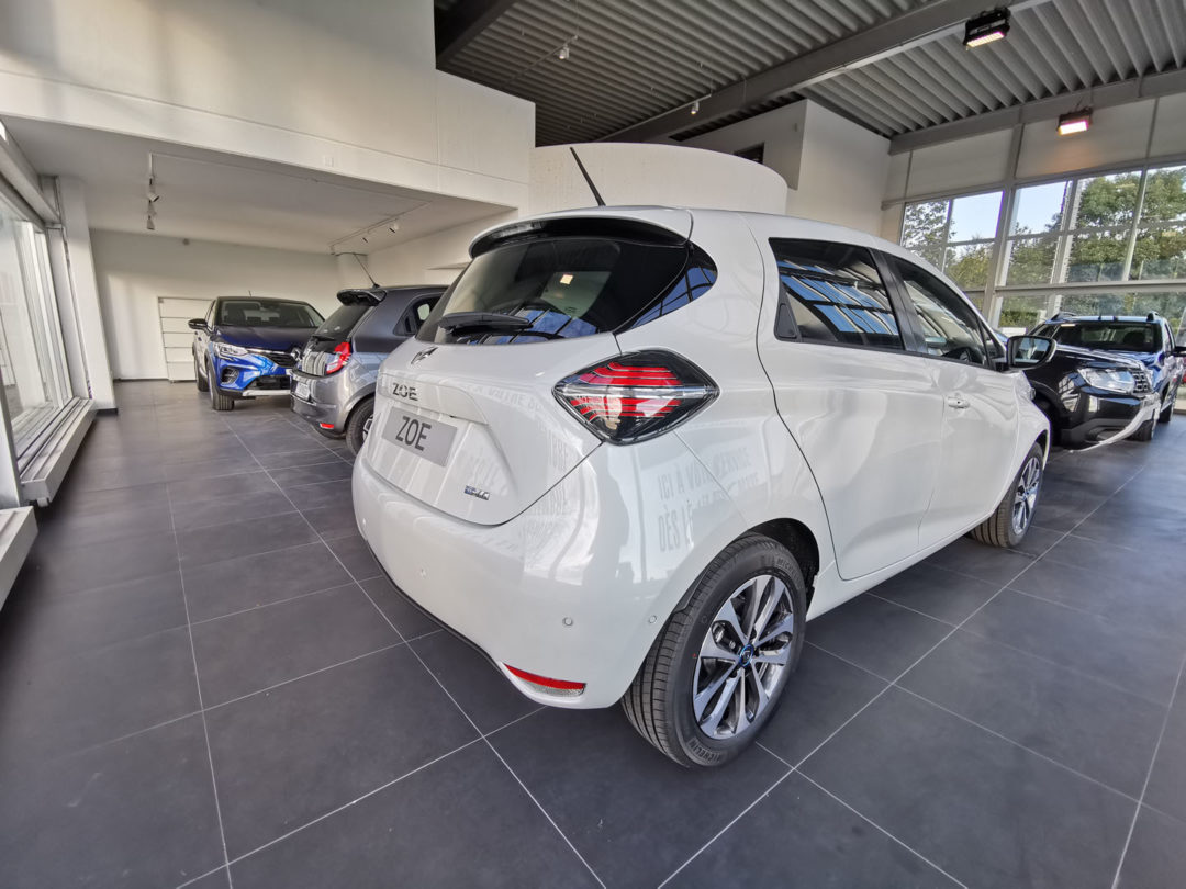 Eclairage du showroom et de l'entrée du Garage Bertschy Automobiles SA
